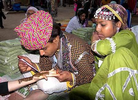 Artist-applying-henna-on-the-hand.jpg