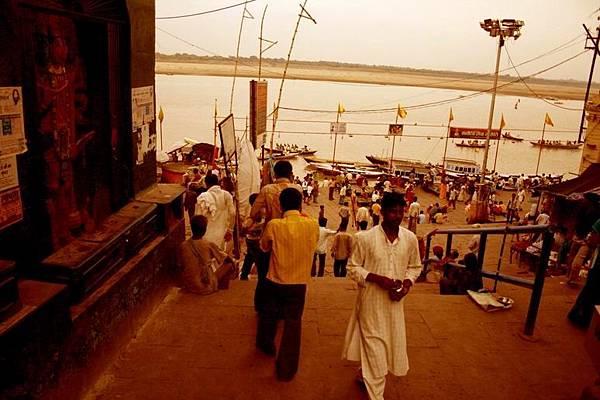 印度瓦拉納西河畔祭典 146.jpg