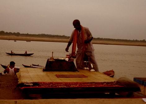 印度瓦拉納西河畔祭典 151.jpg