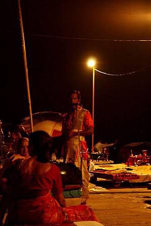 印度瓦拉納西河畔祭典 159.jpg