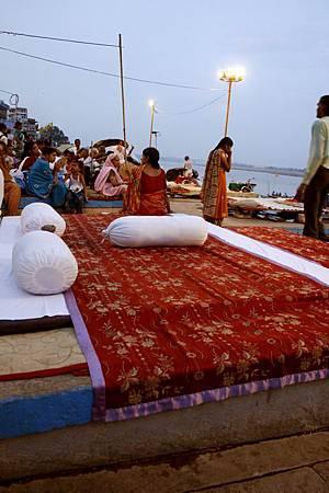 印度瓦拉納西河畔祭典 157.jpg