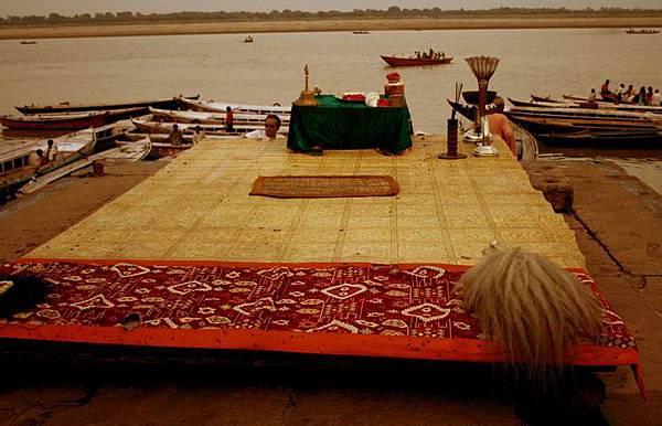 印度瓦拉納西河畔祭典 155.jpg