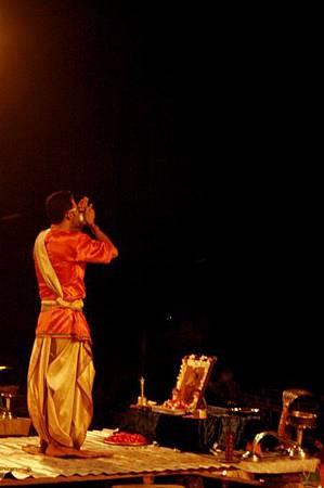 印度瓦拉納西河畔祭典 167.jpg