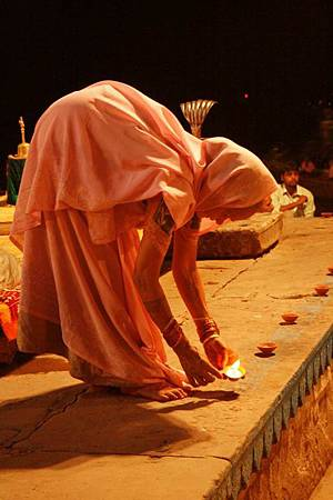 印度瓦拉納西河畔祭典 164.jpg