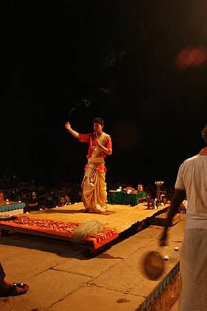 印度瓦拉納西河畔祭典 172.jpg