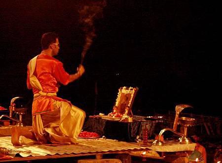 印度瓦拉納西河畔祭典 168.jpg
