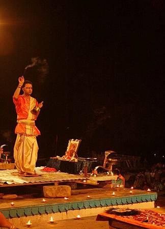 印度瓦拉納西河畔祭典 171.jpg