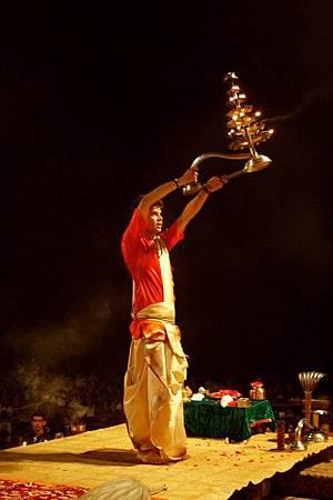 印度瓦拉納西河畔祭典 174.jpg