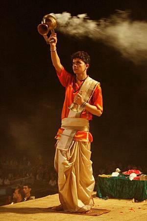 印度瓦拉納西河畔祭典 173.jpg