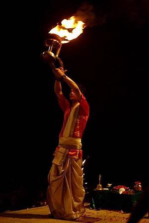 印度瓦拉納西河畔祭典 175.jpg