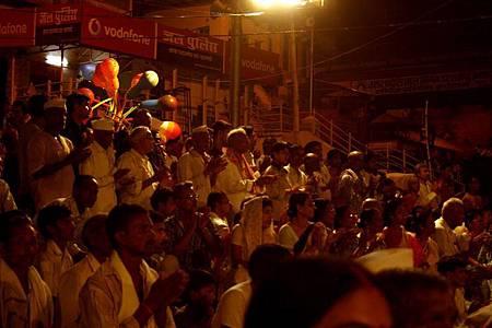 印度瓦拉納西河畔祭典 176.jpg