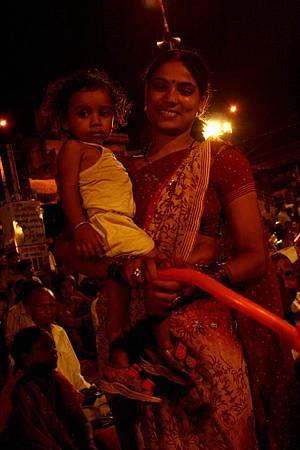 印度瓦拉納西河畔祭典 179.jpg