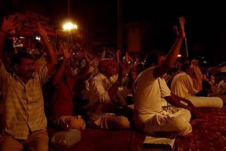 印度瓦拉納西河畔祭典 185.jpg