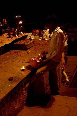 印度瓦拉納西河畔祭典 184.jpg