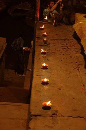 印度瓦拉納西河畔祭典 182.jpg