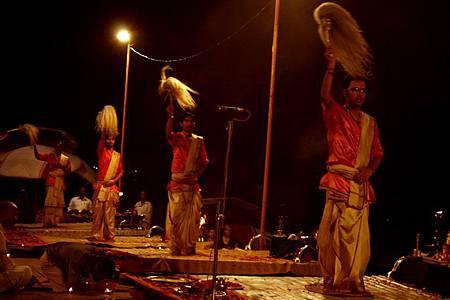 印度瓦拉納西河畔祭典 183.jpg