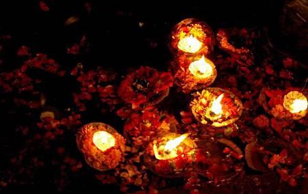 印度瓦拉納西河畔祭典 188.jpg