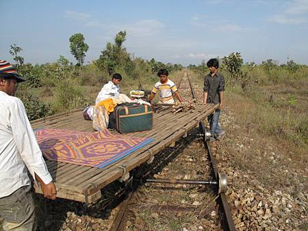 800px-Bamboo_Train_04
