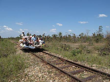600px-Bamboo_Train_20