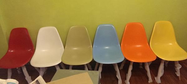 彩色餐桌椅