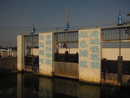 台灣秘境-迷你版亞馬遜河-台南四草生態園區-綠色隧道_30.JPG