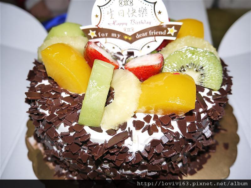 很多的水果和巧克力.JPG