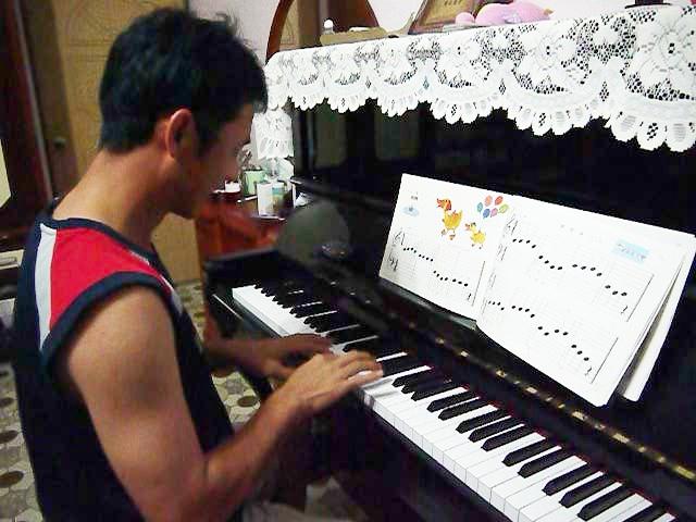 爸爸鋼琴比賽