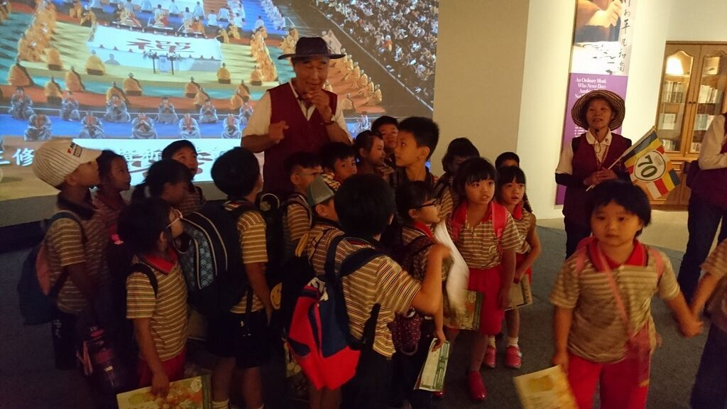 佛光山國際書展-國小第一次校外活動3.jpg