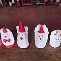 12.23今天我們很快就完成了聖誕老公公,帶著自己的聖誕老公公去逛校園,真有趣!7.jpg
