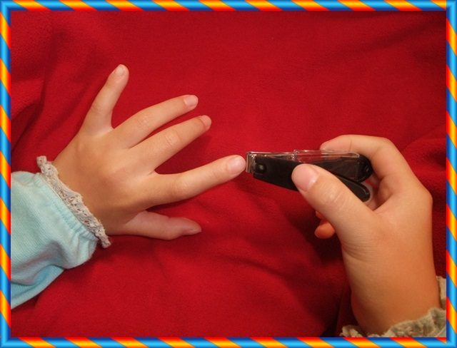 第一次剪指甲2.JPG