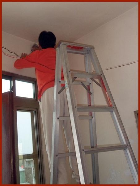 將牆壁擦乾淨.JPG
