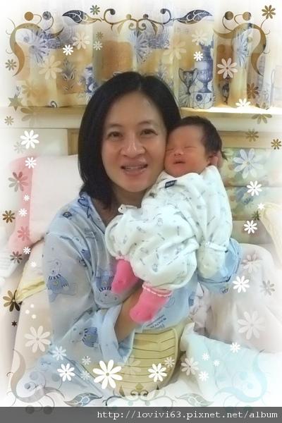 出生十四天和媽咪.jpg