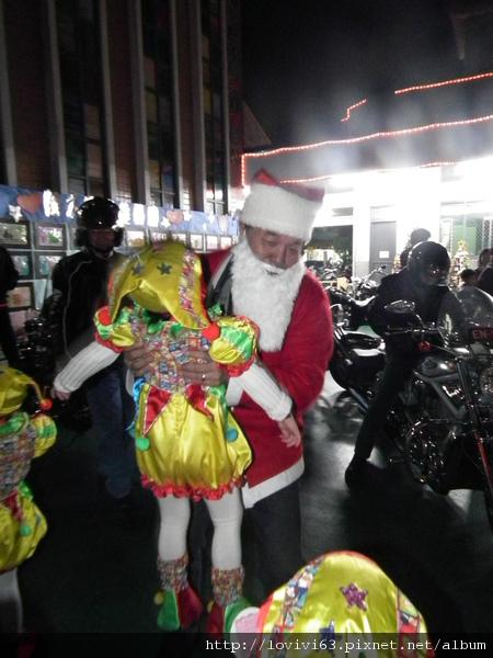 聖誕老公公抱妮妮.JPG