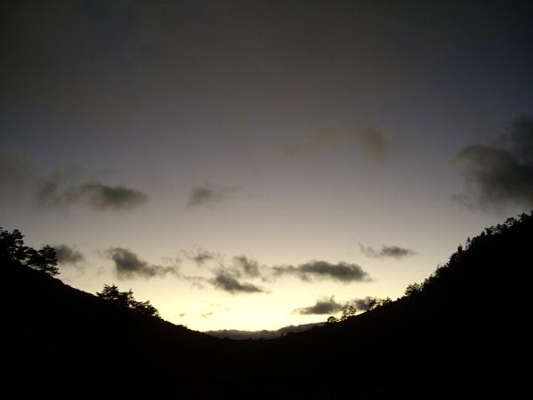 紫灰的天幕.JPG
