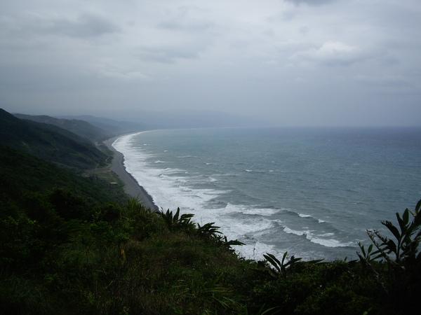爬到至高點~就有一望無盡的海~棒透囉.JPG