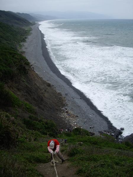 一路陡下到海岸線.JPG