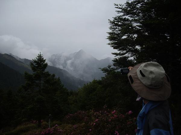 迷霧中央尖山.JPG