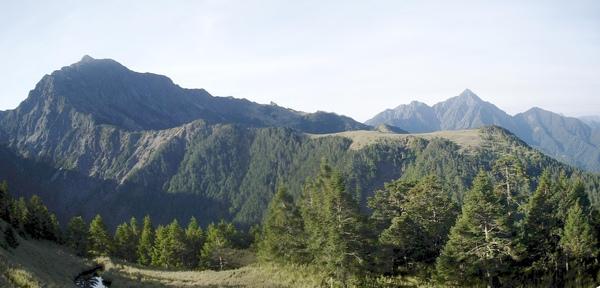 黑水塘.南湖主山.中央尖山.jpg