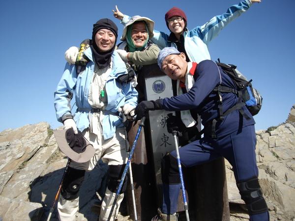南湖東峰~唯一一座4人合登.JPG