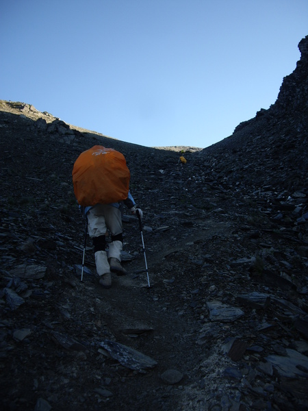 離開南湖山莊~上坡爬爬爬.JPG