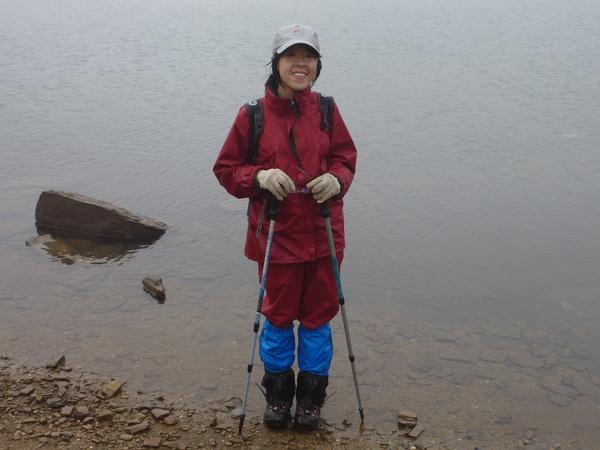 又濕又冷的七彩湖邊照~from阿傑.JPG
