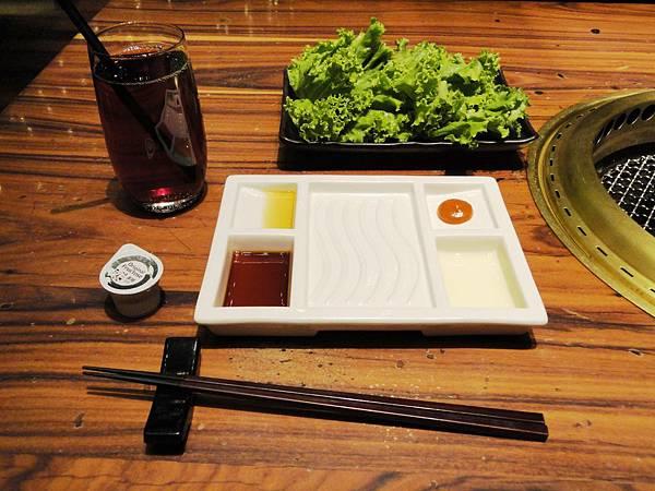 沾醬飲料與生菜