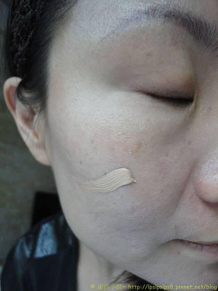 ELLIS FAAS‧裸膚柔紗粉底液~試搽右半臉2