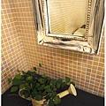 杏桃鬆餅屋 室內裝潢 洗手間小盆栽.JPG