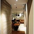 杏桃鬆餅屋 室內裝潢 洗手間望向用餐區.JPG