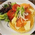 杏桃鬆餅屋 燻鮭魚卡門貝爾起士鬆餅 1.JPG