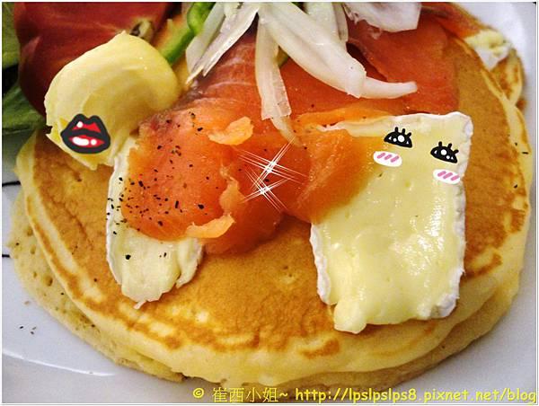 杏桃鬆餅屋 燻鮭魚卡門貝爾起士鬆餅 2.JPG
