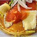 杏桃鬆餅屋 燻鮭魚卡門貝爾起士鬆餅 2-1.JPG