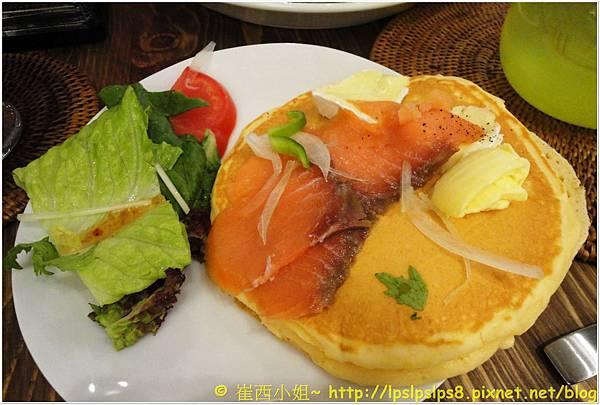 杏桃鬆餅屋 燻鮭魚卡門貝爾起士鬆餅 3.JPG