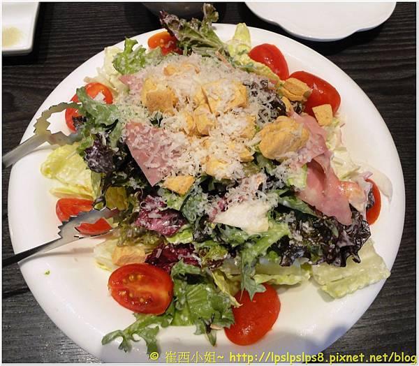 屋馬燒肉 凱薩沙拉1.JPG